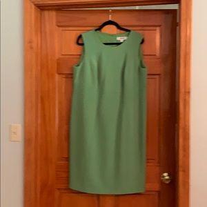 Jones Wear lime green sheath dress.